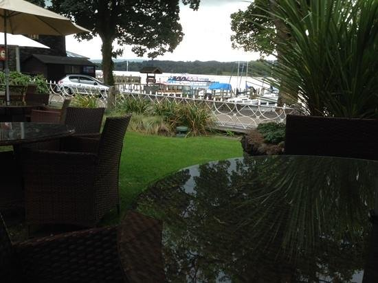 Waterhead Hotel : Sitting outside The Waterhead