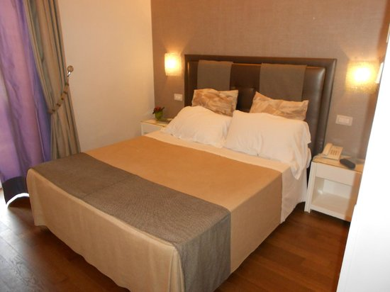 Roma Boutique Hotel: Bed in Room 22