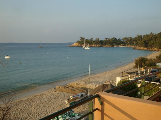 vue de la terrasse du restaurant picture of hotel ibersol cavaliere sur plage le lavandou. Black Bedroom Furniture Sets. Home Design Ideas