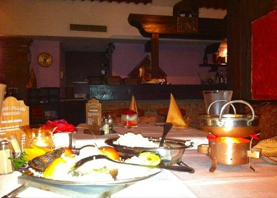 Indien Village: Full table of delicious dishes