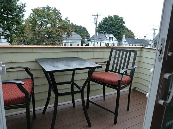 Inn on Shore Road: Private deck off our room
