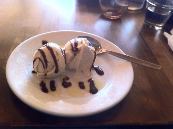 Centro Woodfired Pizzeria : Dessert is served ... DELICIOUS!