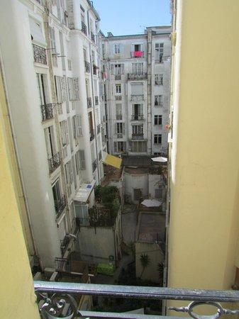 La Villa Nice Victor Hugo : View on to courtyard