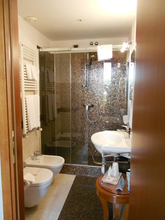 Giulietta e Romeo Hotel: Bathroom in Suite 302