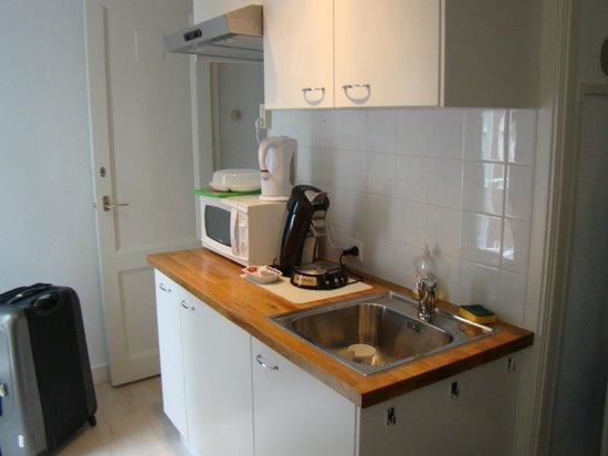 Tatiana Bed and Breakfast: kitchenette