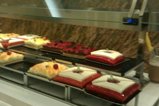 IBEROSTAR Isla Canela Hotel: A few of the cakes on offer