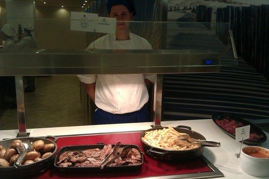 Iberostar Isla Canela: One of the many chefs