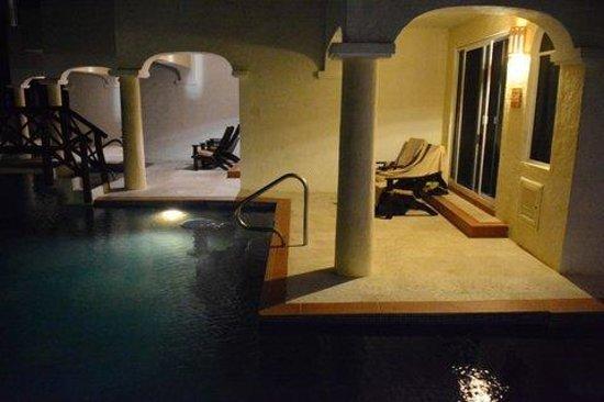 Hidden Beach Resort by Karisma: Vista nocturna del balcón