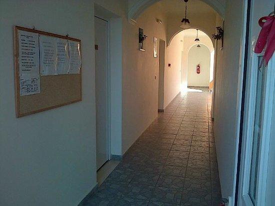 Angelica Hotel: Corridor