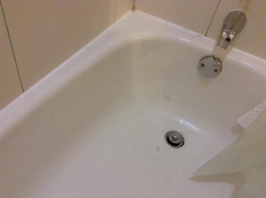 Melville Marriott Long Island: bathtub 3027