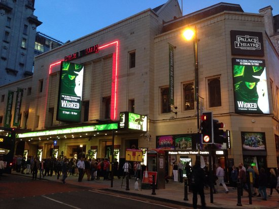 Palace Theatre: Outside of the theatre Wicked Sep 2013