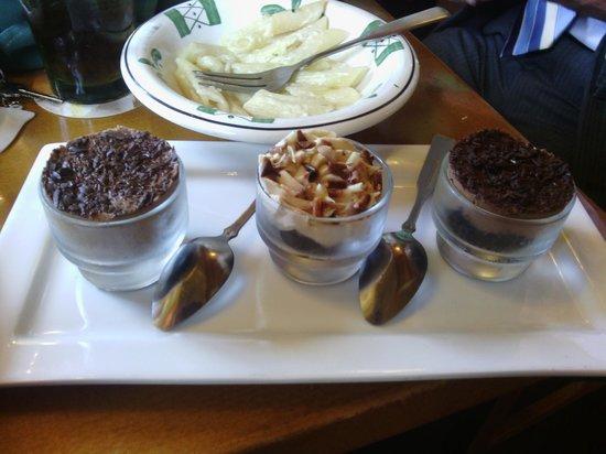 Olive Garden: Little desserts - little flavor