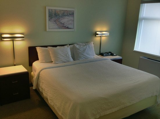 SpringHill Suites by Marriott Fairbanks: Bed