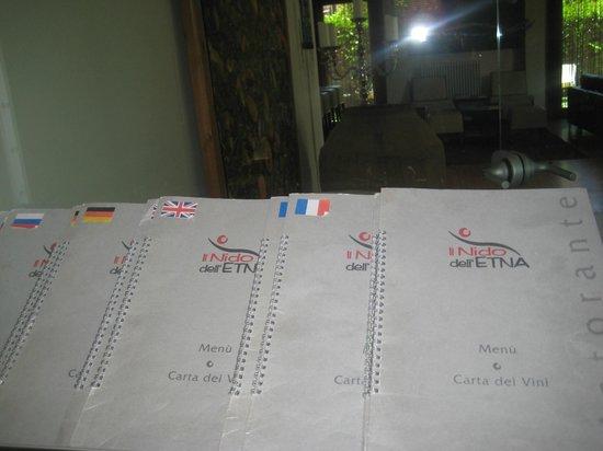 Il Nido dell'Etna : i menù in tante lingue