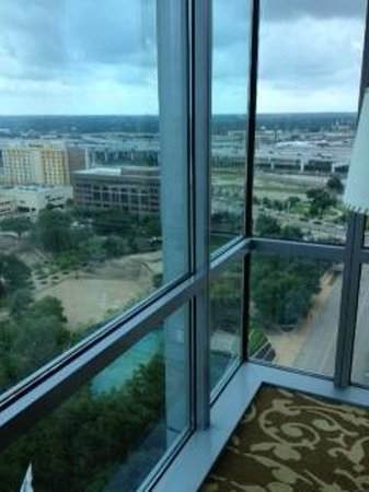 Omni Fort Worth Hotel: View from corner room