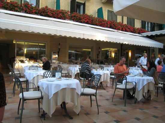 Metropole: Terrace Breakfast