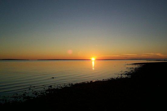 Lighthouse View Motel: Sunrise at Mackinaw