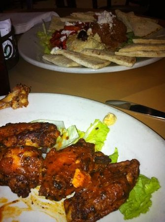 Angeli On Decatur : wings and hummus