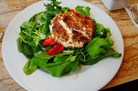 Grazin': Goat cheese salad