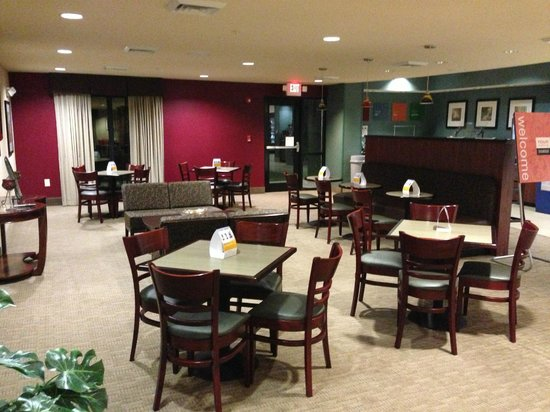 Comfort Suites Whitsett - Greensboro East : Seating arrangements accommodates families of different sizes.