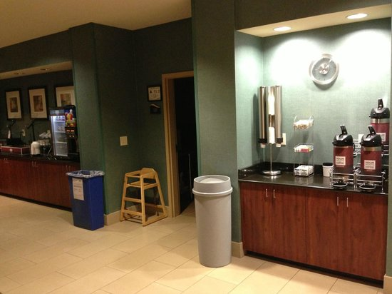 Comfort Suites Whitsett - Greensboro East : Coffee and breakfast station. Yogurt was available the night I checked in.