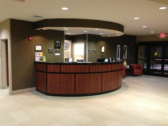 Comfort Suites Whitsett - Greensboro East: Reception desk.
