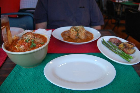 Alberto's Italian Cuisine: 4