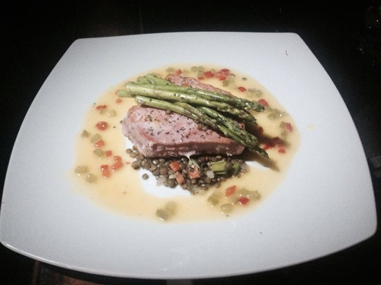 Cabo Winery Restaurant at Los Cabos Winery: Tuna dish