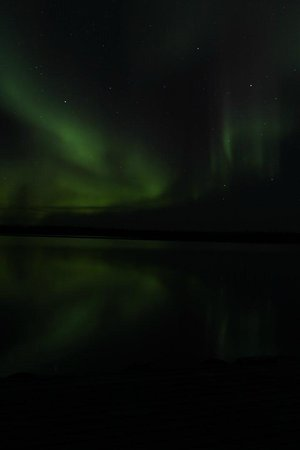 Trout Rock Lodge: Aurora reflected in lake -- seen from dock