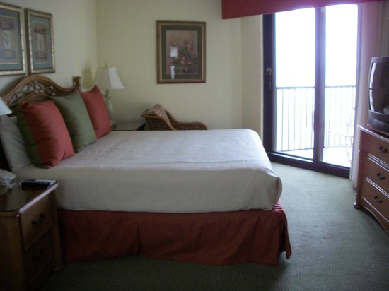 Pointe Estero Beach Resort: Master Bedroom