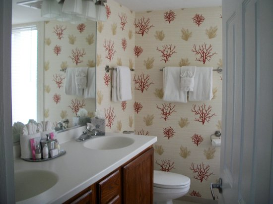 Pointe Estero Beach Resort: Master Bathroom