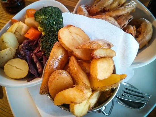 The River House : Veg, hand cut chips, onion rings