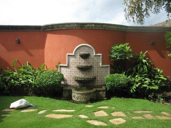 Hotel Casa Robleto: fountain