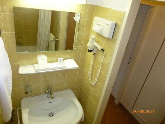 Hotel Mozart: salle de bain.