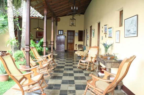 Hotel Casa Robleto: courtyard