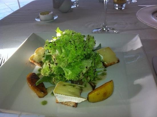 Les Cepages Restaurant: Brie with salad