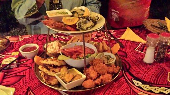 Tumunu Tropical Garden Bar & Restaurant: Two tiers of sheer delight.