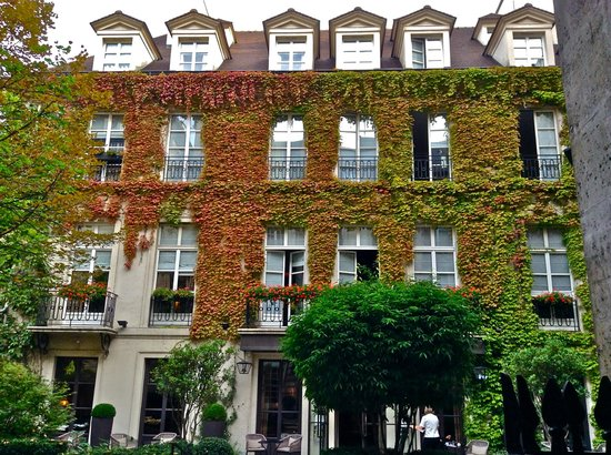 Le Pavillon de la Reine : Perfect Parisian Sanctuary