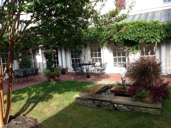 Francis Malbone House Inn: Tranquility