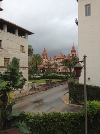 Old City House Inn and Restaurant: View from our room. Thats Flagler College.