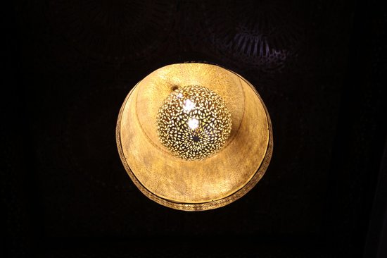 Riad Said: Il fantastico lampadario marocchino della camera