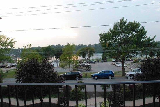 Niagara Crossing Hotel & Spa: Terrace dining view
