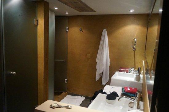 12 Months Luxury Resort: Bathroom