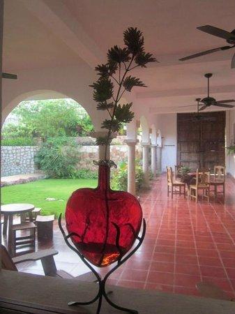 Hotel Posada San Juan: Bedroom window to patio