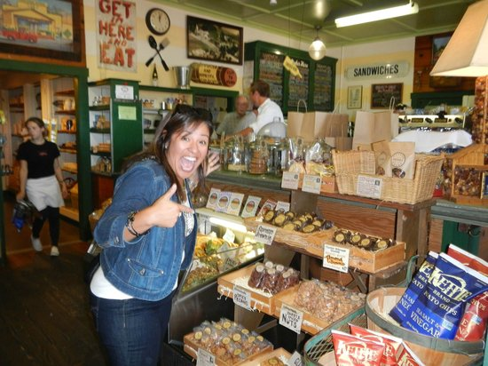 Healdsburg Wine Tours: great stop for boxed lunched