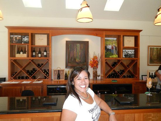 Healdsburg Wine Tours: Lovely tasting room at John Tyler
