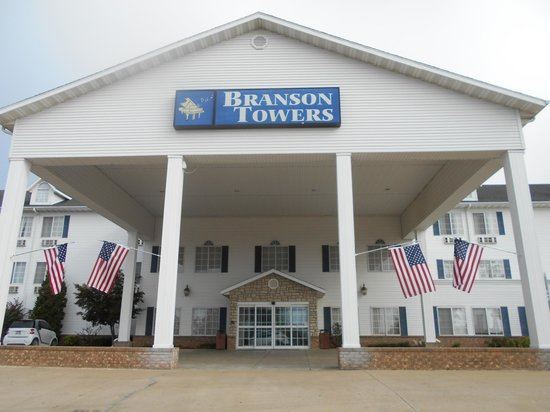 Branson Towers Hotel: Front of Building