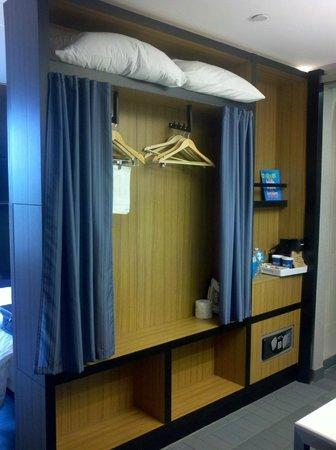 Aloft Lexington : Can you call this a closet?