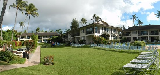 Napili Surf Beach Resort : Setting up for the Polynesian dance show