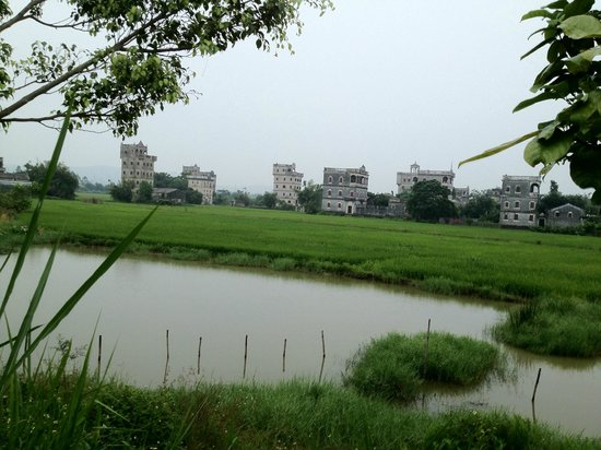 Kaiping Diaolou and Villages : View to the Diaolou